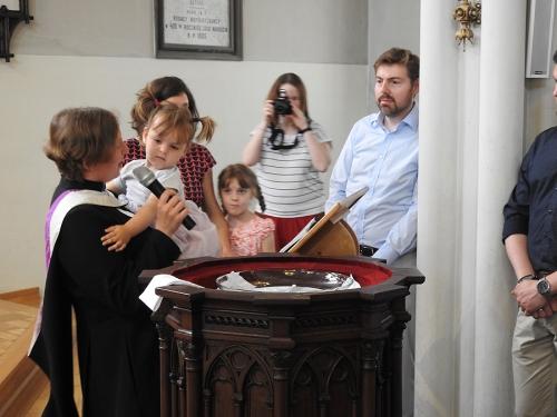 Nabożeństwo z chrztem 23 czerwca 2019 r. Prowadzą ks. Julia Meason i Marta Borkowska